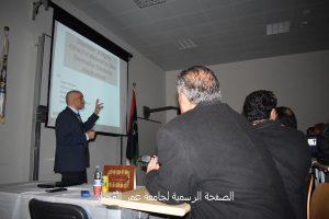 استئناف فعاليات المؤتمر من داخل مدرج كلية العلوم بجامعة عمر المختار