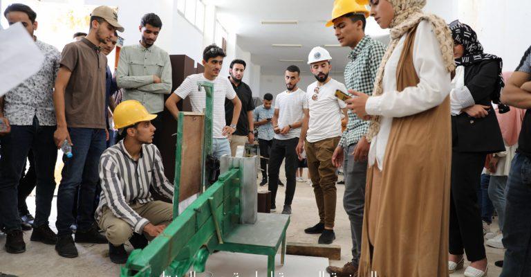 أنجاز كل الاختبارات العملية من قبل طلبة قسم الطاقات المتجددة والمستدامة بكلية الهندسة