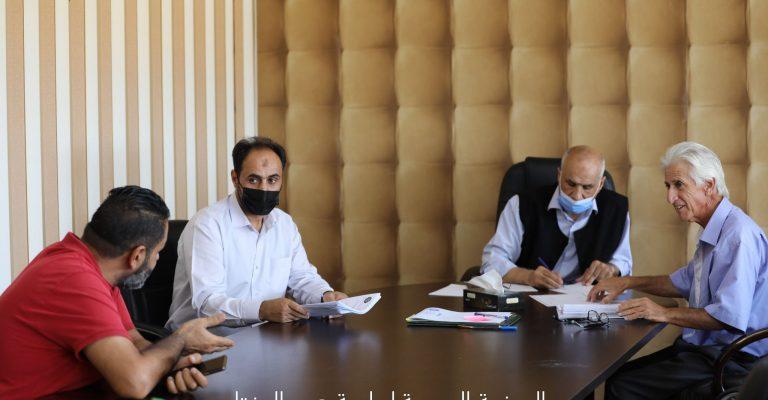 اجتماع الأستاذ الدكتور/ رئيس الجامعة مع إدارة الدراسات العليا والتدريب بالجامعة .
