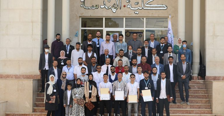 اختتام المؤتمر الدولي الأول للطاقات المتجددة والمستدامة بكلية الهندسة.