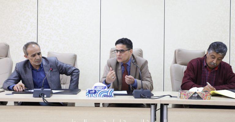 اجتماع السيد/ أ.د.وكيل الجامعة للشؤون العلمية بإدارة المسجل العام
